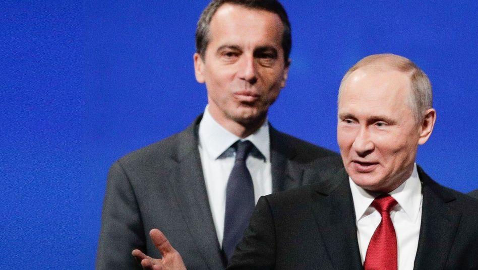 Damaliger Kanzler Kern im Juni 2017 mit Wladimir Putin beim Sankt Petersburger Wirtschaftsforum