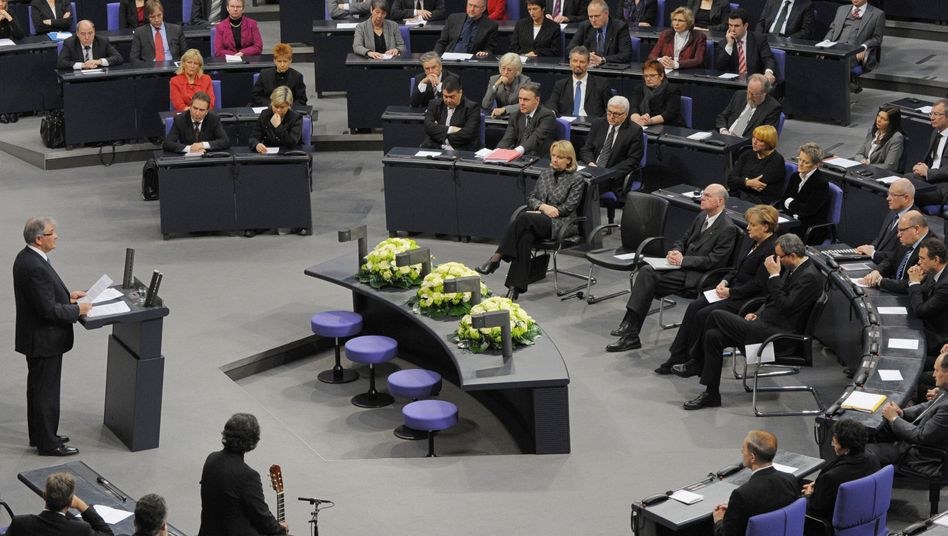 Zoni Weiz addresses the Bundestag on Thursday, with Chancellor Angela Merkel in the front row.