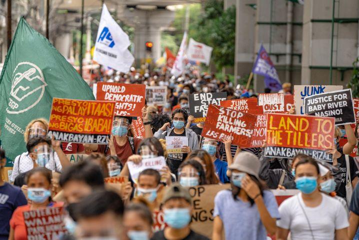 Im Oktober protestierten in Manila viele gegen das sogenannte Antiterrorgesetz, unter dem auch Aktivisten auf den Philippinen zum Schweigen gebracht werden