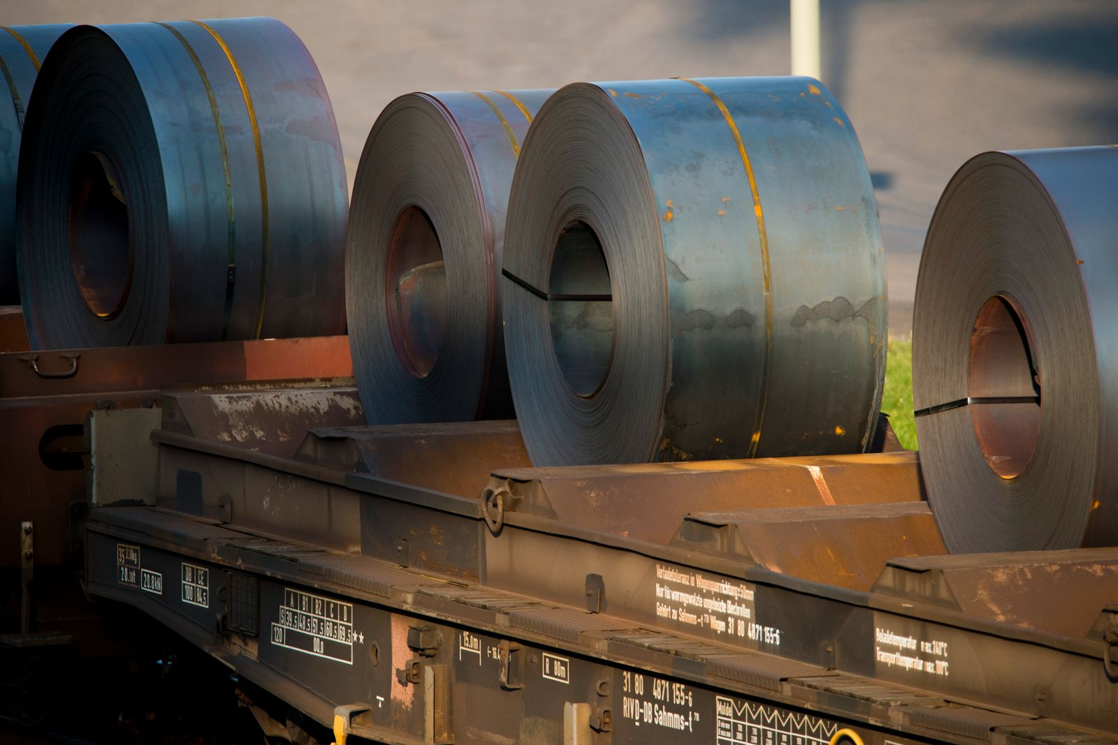 US To Likely Impose Steel And Aluminum Import Restrictions Against EU
