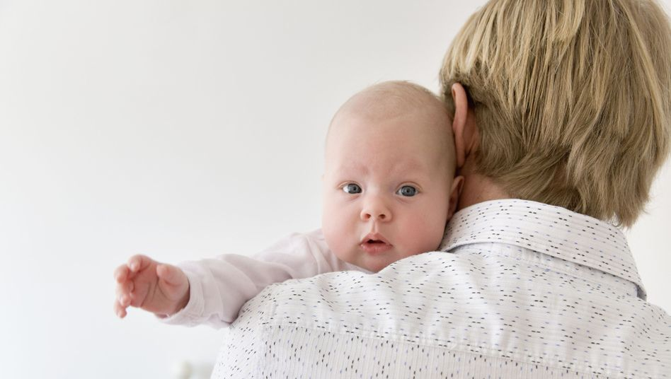 Vater und Kind: Ledige Männer sollen von Anfang das Sorgerecht haben