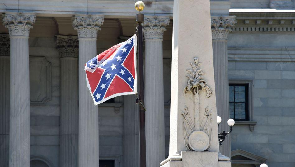 Konföderiertenflagge vor dem Kongressgebäude in Columbia, South Carolina