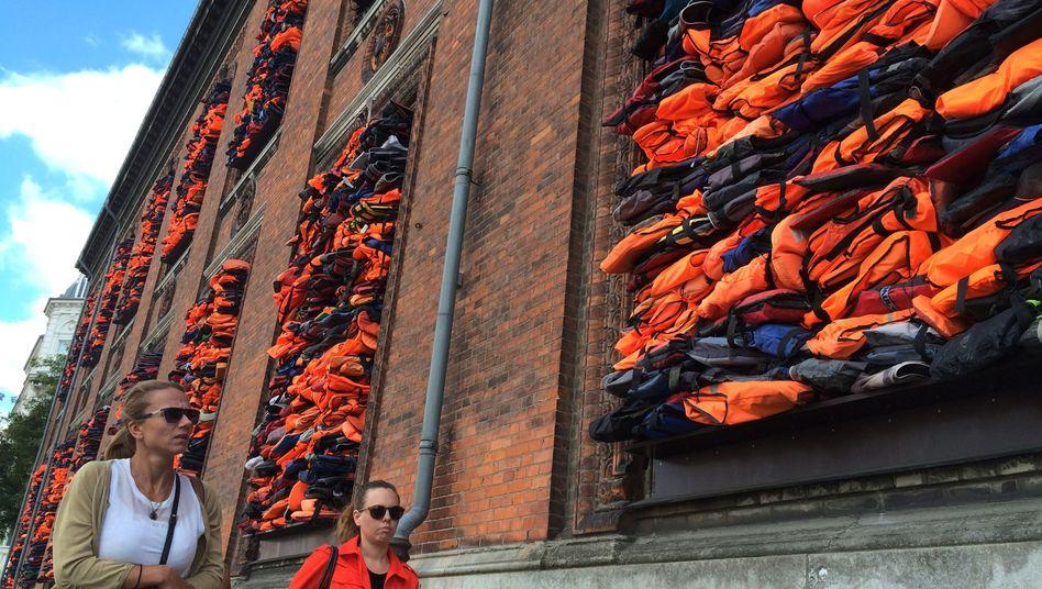 """Ai Weiwei-Kunstwerk """"Soleil Levant"""" an der Fassade der Kunsthalle Charlottenborg, Kopenhagen"""