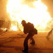 Feuerwehrmann im lebensgefährlichen Einsatz: Es gibt Situationen im Job, da wäre man sich gern sicher, jemanden erreichen zu können, wenn die Dinge außer Kontrolle geraten