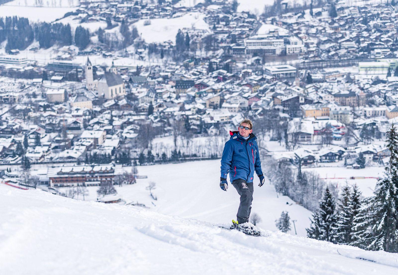 08.01.2021, Streif, Kitzbühel, AUT, FIS Weltcup Ski Alpin, Schneekontrolle durch die FIS, im Bild Herbert Hauser (Piste
