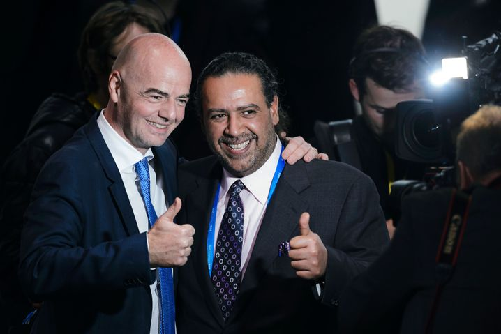 Al-Sabah im Februar 2016 mit Fifa-Präsident Gianni Infantino (l.)