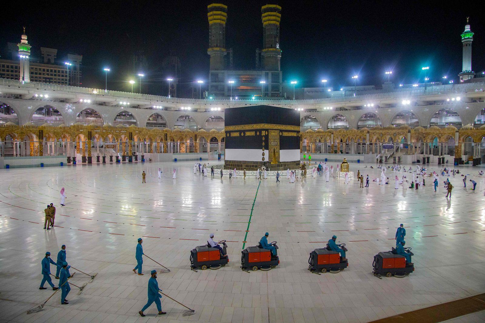 SAUDI-RELIGION-ISLAM-HEALTH-VIRUS