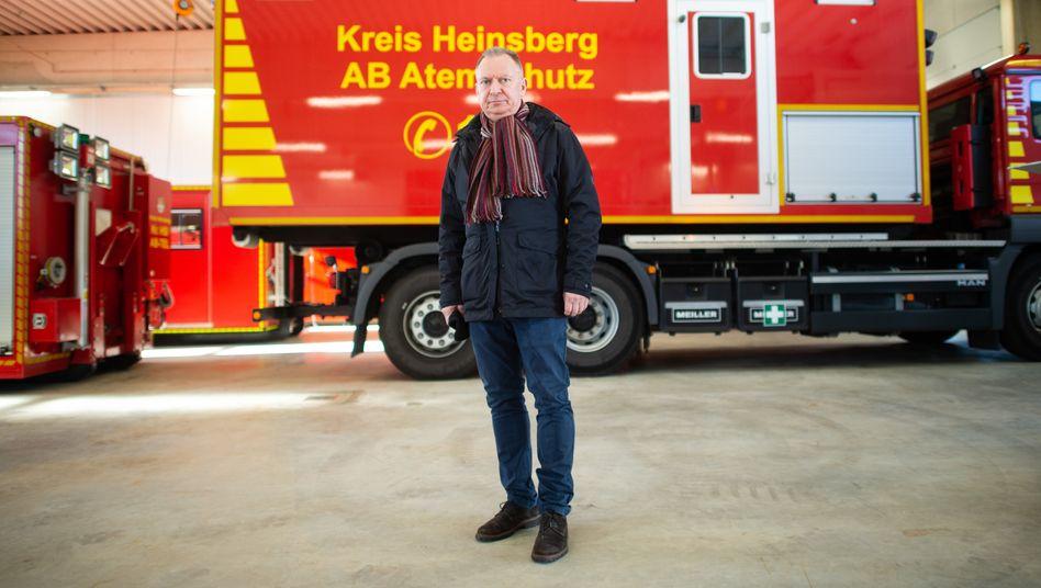"""Landrat Stephan Pusch aus Heinsberg empfängt am 22. März 2020 eine Lieferung der Bundeswehr in seinem Kreis: """"Gezwungen, nach jedem möglichen Strohhalm zu greifen"""""""