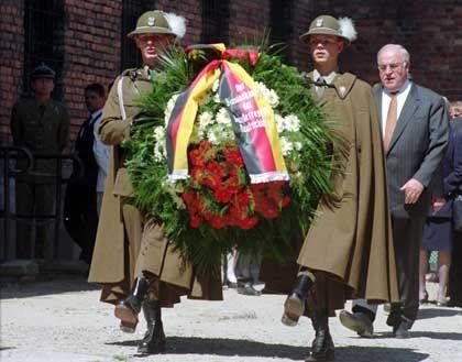 Bundeskanzler Kohl (r.) im Sommer 1995 in Auschwitz: Nachgeholt, was 1989 nur bedingt möglich war