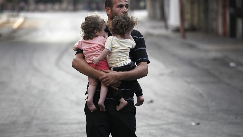 Bodenoffensive gegen Hamas: Menschen in Gaza flüchten zu Fuß vor Israels Panzern