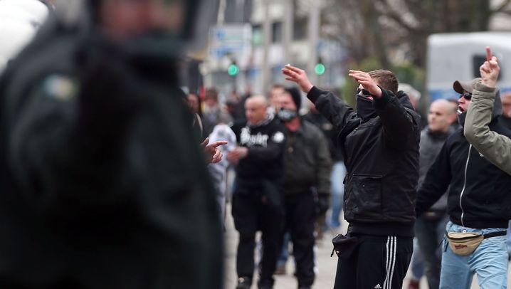 Hooligans in Wuppertal: Schnelles Ende einer Demo