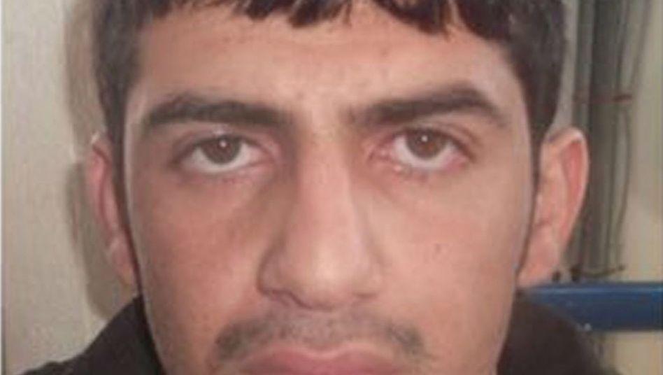 Ausweis des Attentäters auf den Namen Almahmod: Vom IS erbeutet