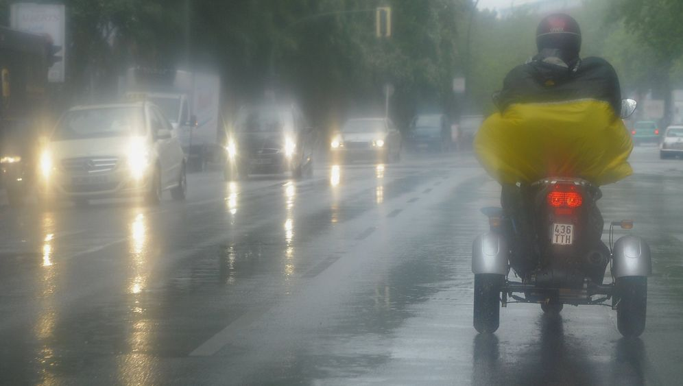 Regen in Ostdeutschland: Feuerwehr im Dauereinsatz