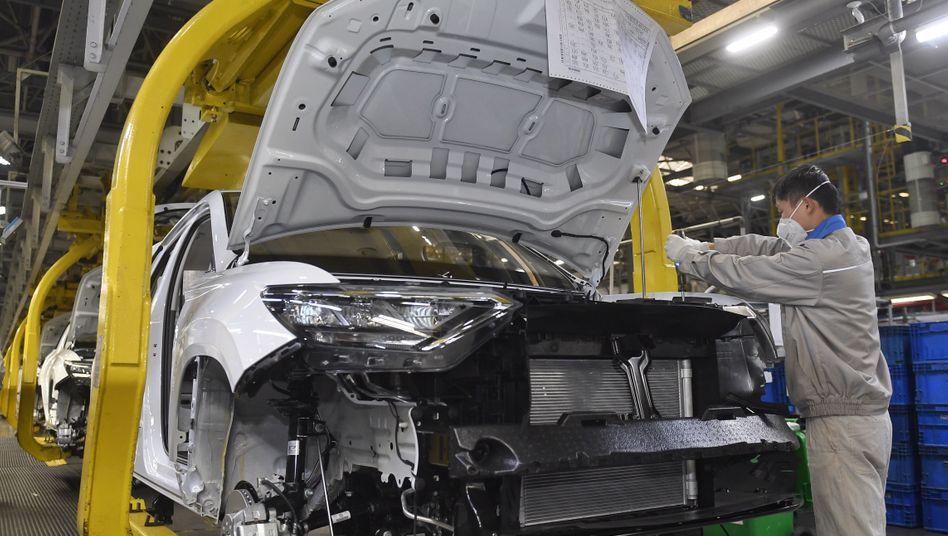 Autoproduktion in Chengdu, in einer Fabrik des Joint Ventures von FAW und Volkswagen (Archiv)