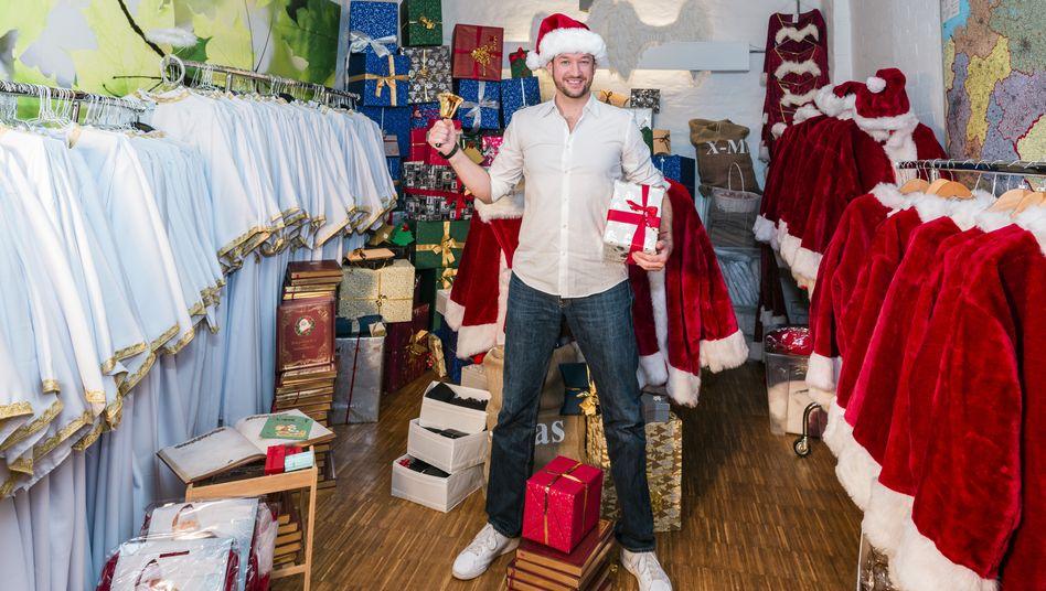 Im Weihnachtsfieber: Jan Mitja Biehl betreibt über weihnachtsmann-mieten.de eine Weihnachtspersonalvermittlung