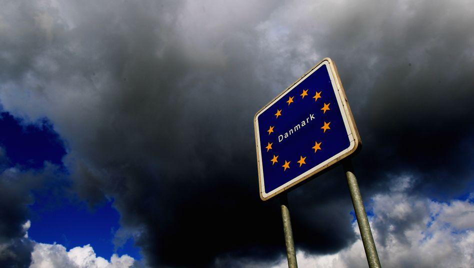 Schengenraum-Grenzschild: Polizeidatenbank gehackt