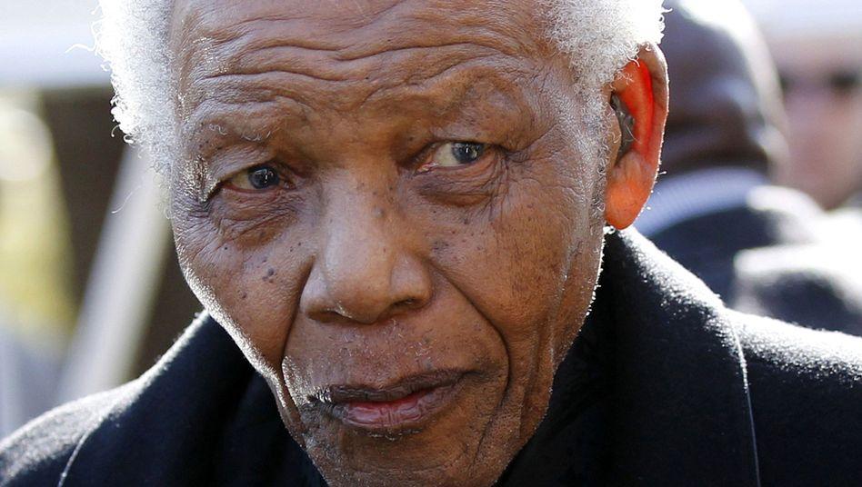 """Ex-Präsident Nelson Mandela: Zustand """"kritisch"""""""