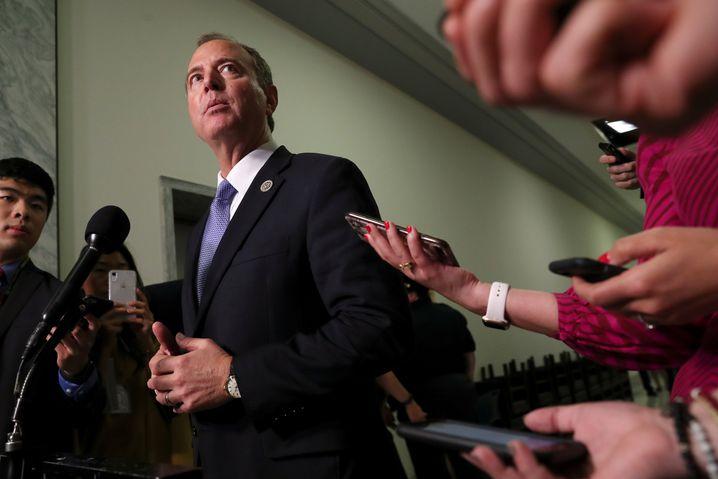 Der demokratische Vorsitzende des Geheimdienstausschusses im Repräsentantenhaus Adam Schiff: Whistleblower soll offenbar bald als Zeuge vernommen werden
