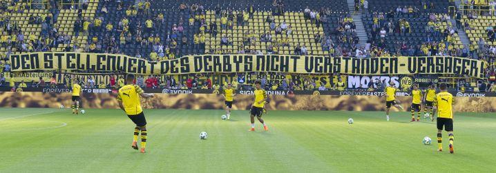 BVB-Fans begrüßen ihre Spieler