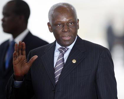 Angolas Präsident José Eduardo dos Santos auf dem EU-Afrika-Gipfel in Lissabon im letzten Jahr: Empfänger von Rüstungsmaterial im Wert von 790 Millionen Dollar