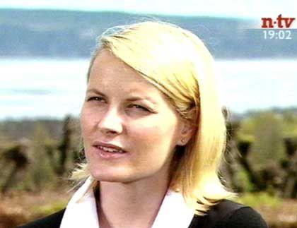 Mette Marit beim n-tv-Interview: Scheinwerfer von rechts