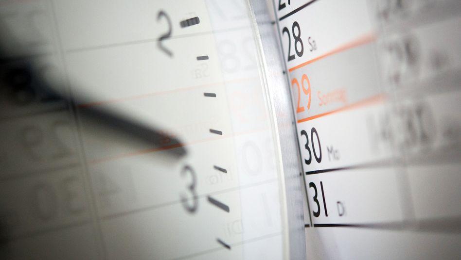 Aus 2 mach 3 Uhr: EU-Kommission verteidigt die Zeitumstellung