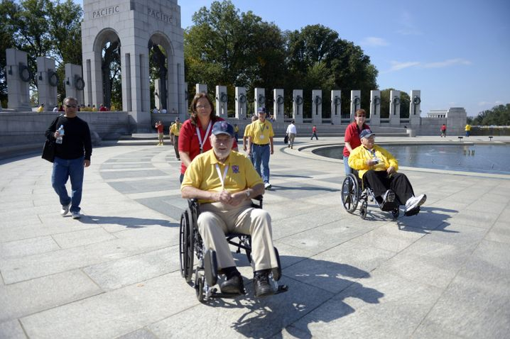 Veteranen am Weltkriegsdenkmal in Washington: Flugshows und eine Gala