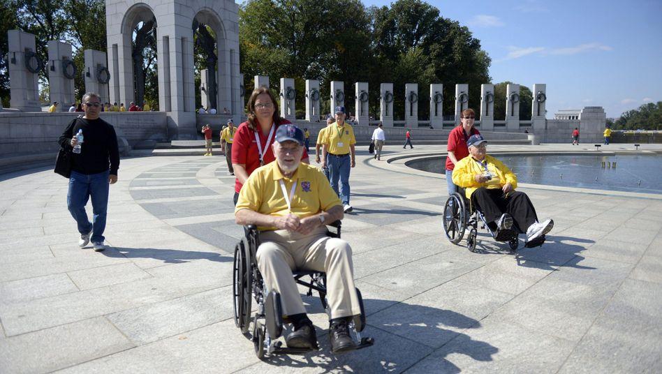 """Veteranen in Gedenkstätte: """"Ich frage mich, wofür wir gekämpft haben"""""""