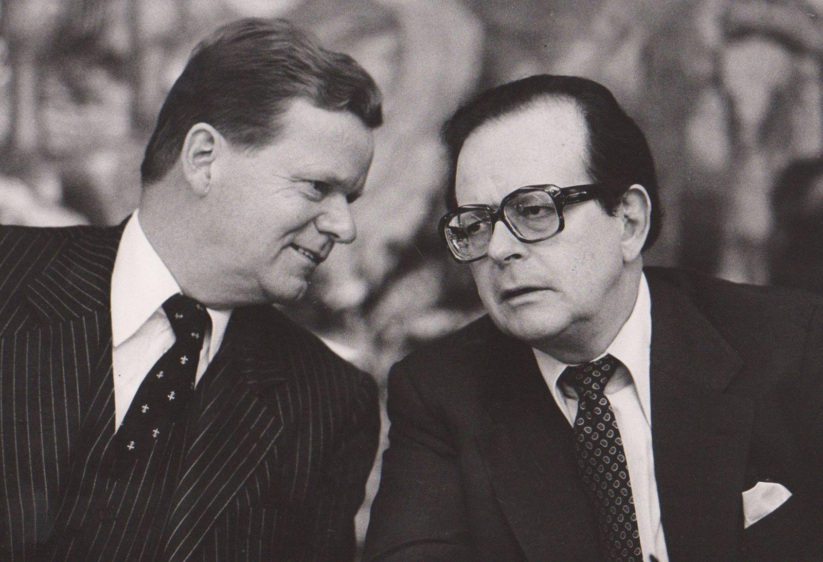 Eberhard von BRAUCHITSCH, links, und Friedrich Karl FLICK, Flick KG aA, aufgenommen während einer Pressekonferenz des U