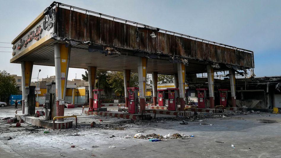 Ausgebrannte Tankstelle im Iran: Unruhen im ganzen Land