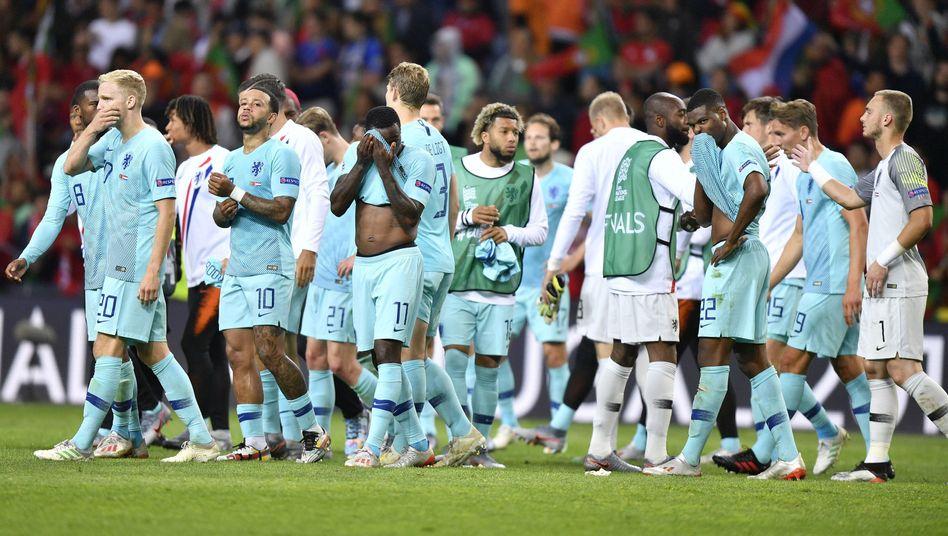 Die Niederländer nach der Finalniederlage in Porto