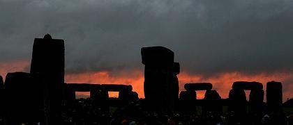 Stonehenge zur Sommersonnenwende: In der Nähe des Monuments haben Forscher die Reste einer steinzeitlichen Großstadt gefunden