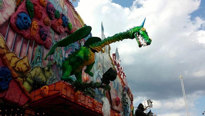 Drachen-Animatronic auf dem Hamburger Dom