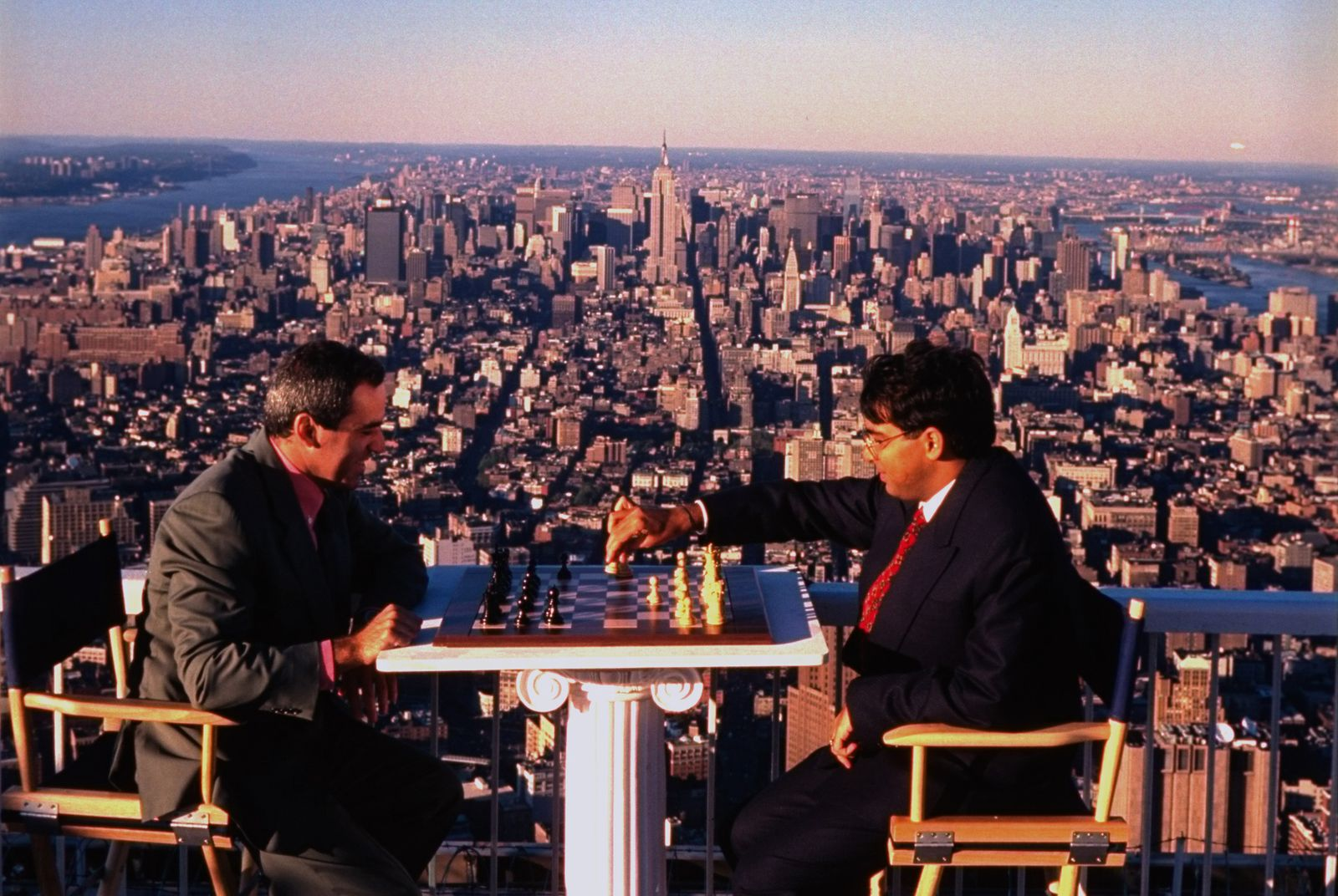 Chess: Garry Kasparov (L, black) in acti