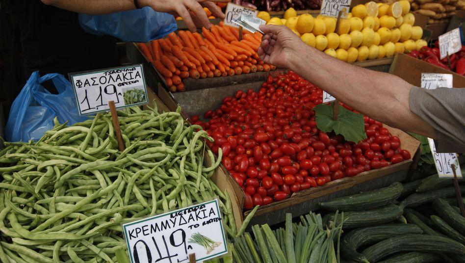 Gemüsemarkt in Athen: Preisauftrieb bei Lebensmitteln abgeschwächt