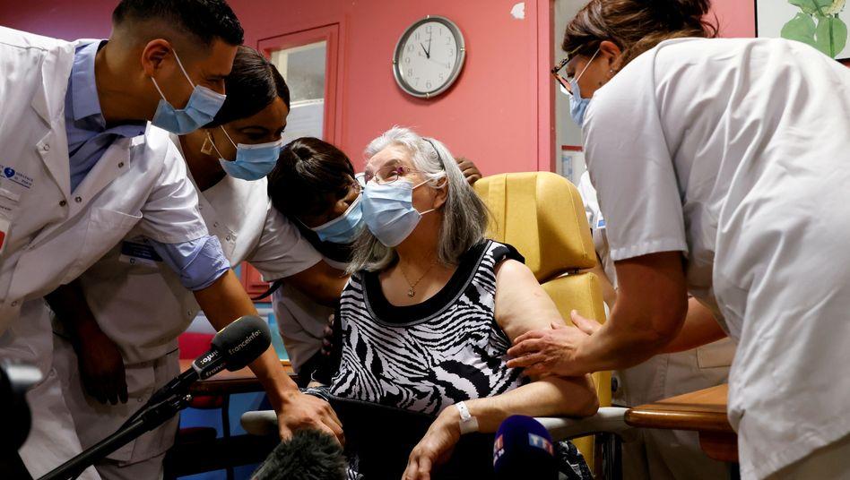 Die 78-jährige Mauricette war die erste Französin, die geimpft wurde (am 27. Dezember in Sevran bei Paris)