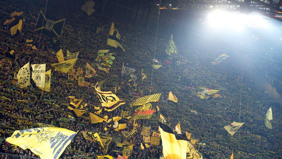 Abbild der Gesellschaft: Südtribüne im Dortmunder Signal Iduna Park