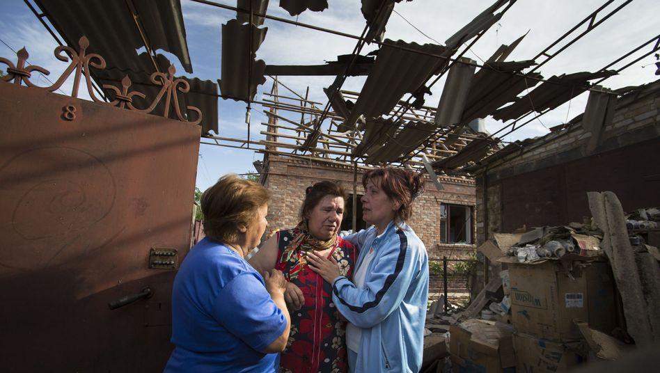 Bewohner eines zerstörten Hauses in Slowjansk: Laut Uno fehlen schon jetzt wichtige Güter für die alltägliche Versorgung