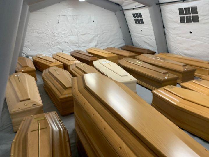 """Provisorisches Leichenlager in Bergamo: """"Das Krematorium ist überfüllt"""""""