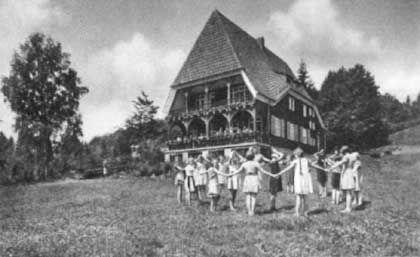 Freizeit unter Hitler: Mädchen und Jungen spielten getrennt