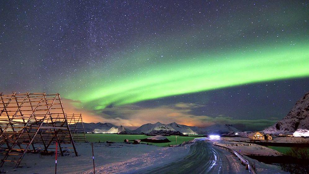 Nordlicht auf den Lofoten: Gemälde am Himmel