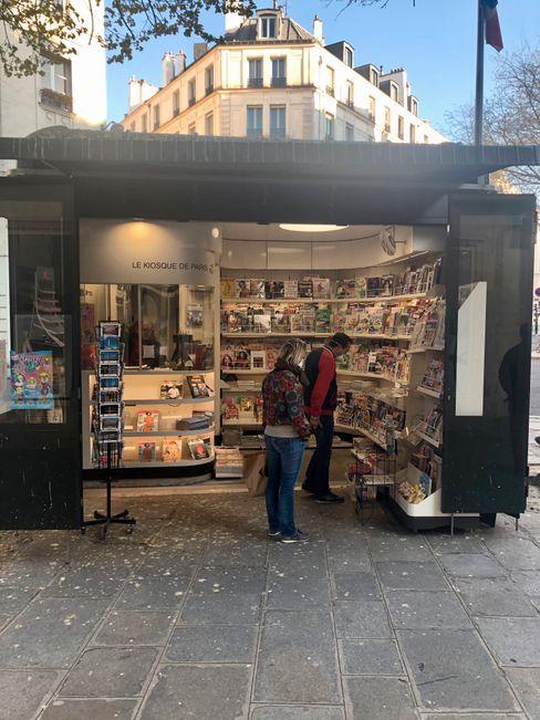Der Pariser Zeitungskiosk der Korrespondentin hat noch geöffnet