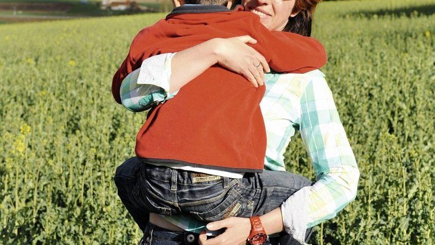 Schritt Mutter Helps Sohn Jack Ab