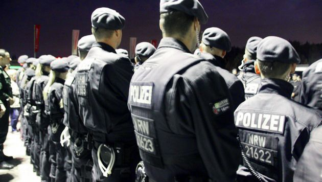 Polizisten vor der Großrazzia gegen Clan-Kriminalität