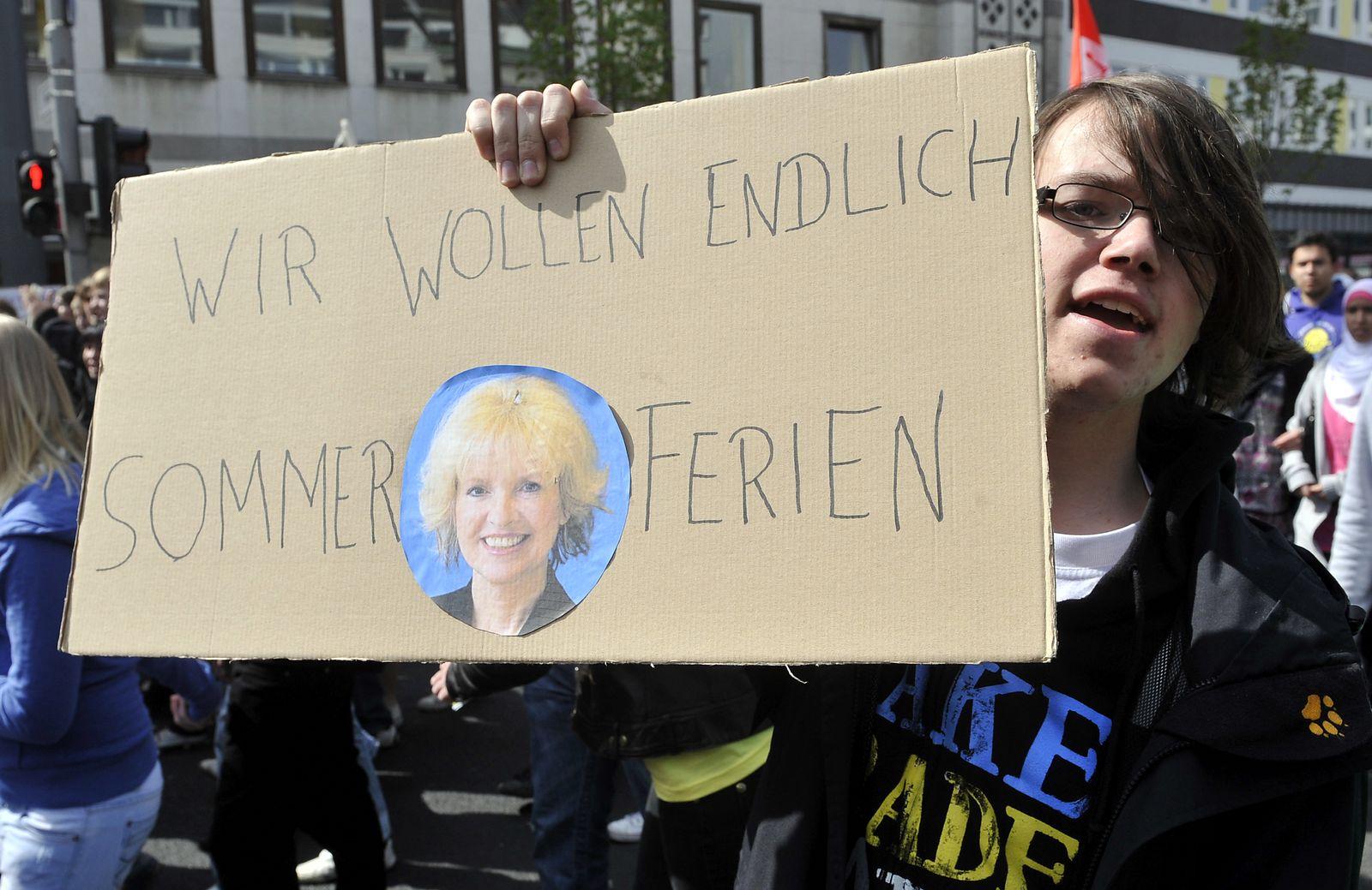 NICHT VERWENDEN Bildungsprotest Bonn Schüler NRW Barbara Sommer