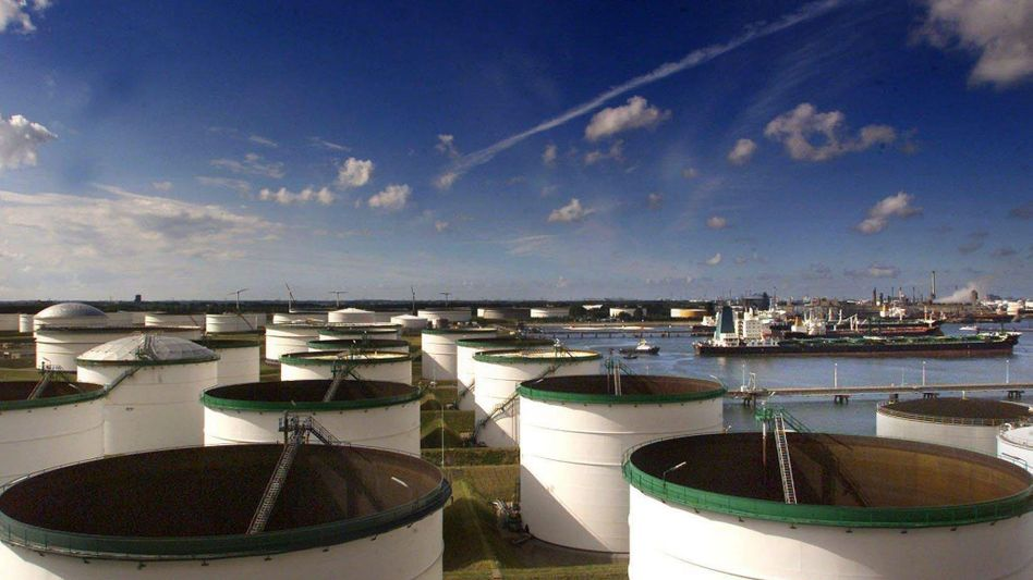 Öllager im Hafen von Rotterdam