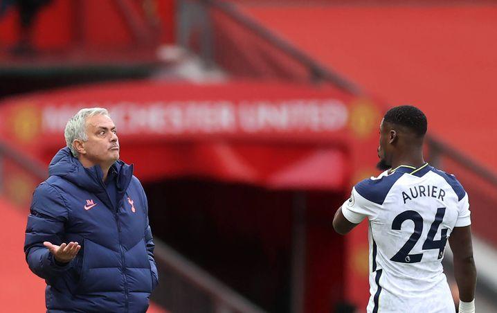José Mourinho (l.) mit einem seiner Torschützen, Serge Aurier