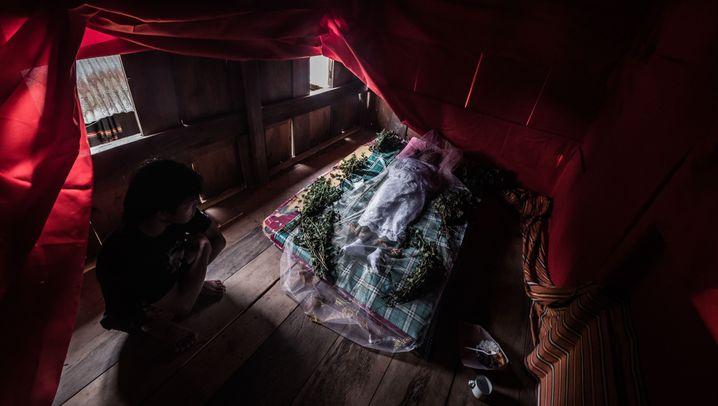 Toraja aus Indonesien: Leichen im Alltag