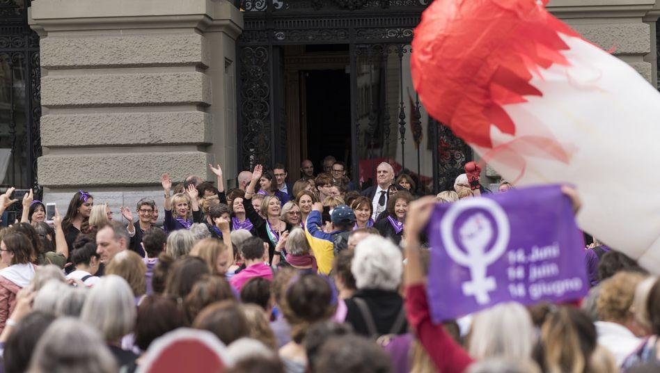 Frauenstreik in der Schweiz: Sowohl kritische Denkanstöße als auch politische Forderungen