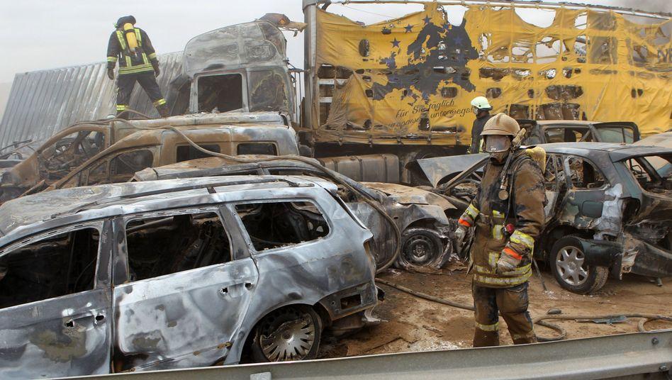 Massenkarambolage auf A19: Sandsturm auf Autobahn bei Rostock - mehrere Tote